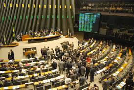 Deputados tentam, de última hora, aumentar valor de fundo eleitoral