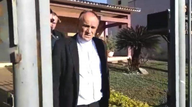 Bispo e padres são presos suspeitos de desviar R$ 2 milhões de dízimo