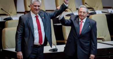 Novo presidente de Cuba afirma que continuará 'o aperfeiçoamento do socialismo'