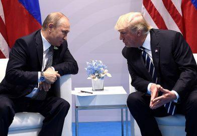Trump volta atrás e diz confiar em agências dos EUA sobre a Rússia