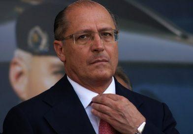 Em resposta a Bolsonaro, Alckmin diz ser covardia desrespeitar mulheres e negros