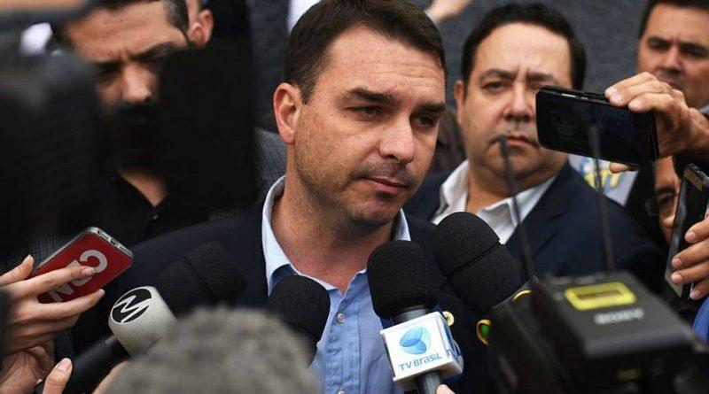 'Não fiz nada errado', diz Flávio Bolsonaro sobre caso de assessor