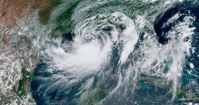 Tempestade tropical Barry se aproxima dos EUA e pode se tornar furacão