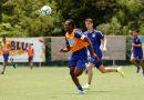 Recuperado, Moisés volta a treinar com bola no Fazendão
