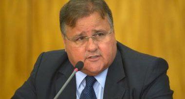 Dinheiro que Geddel guardou em malas seria de Eduardo Cunha, diz coluna